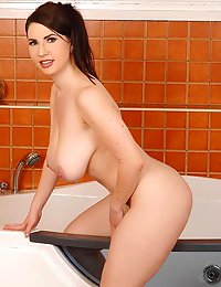 Busty Czech Karina Heart Lathers Up Her 34H Jugs In The Tub